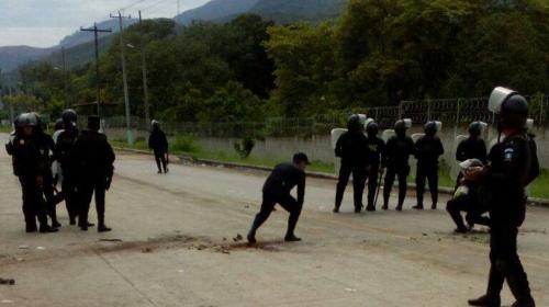 Cuatro agentes de la PNC resultan heridos en enfrentamiento en Izabal