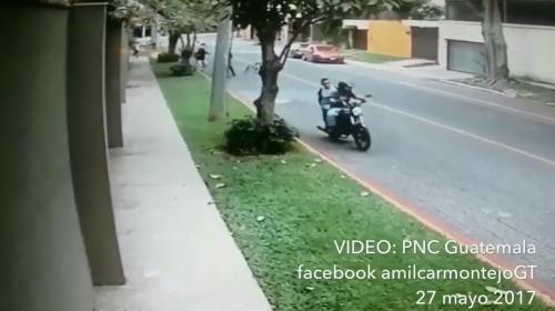 Video revela cómo asalta un grupo de motoristas en la zona 14