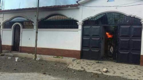 Manifestantes queman casa del alcalde y causan caos en Izabal