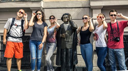 Proyecto busca 12 voluntarios para pagarles por viajar durante un año