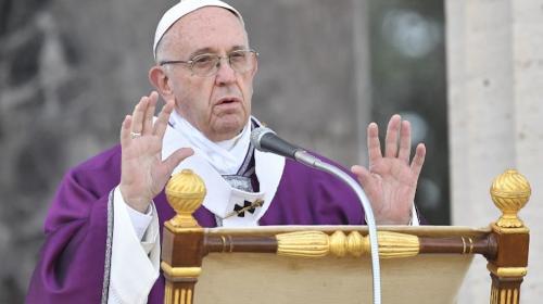 Papa Francisco hace insólita confesión de lo que le pasa cuando reza