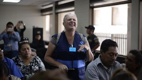 Desalojan de audiencia a una activista que gritó contra la jueza