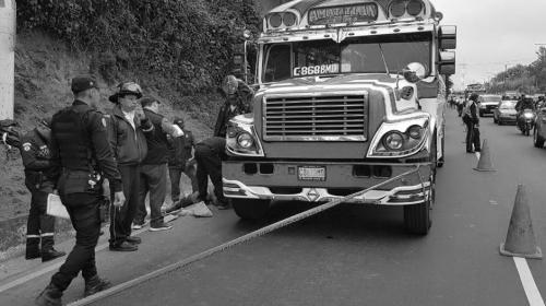 Aumenta la cifra de muertos luego de asalto a bus en ruta al Pacífico