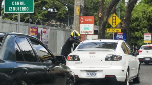 ¿Dónde y por qué ocurren los asaltos en motocicleta a automovilistas?