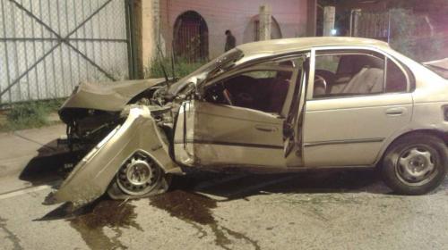 Mecánicos se llevan el carro que reparaban y sufren accidente