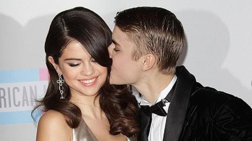 Selena Gomez y Justin Bieber sellan su amor eterno con un beso