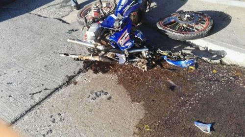 Grave accidente en la zona 6 deja dos heridos y una moto destruida