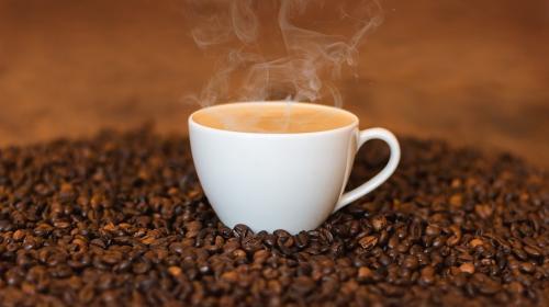 Razones por las que nunca debes tomar café con el estómago vacío