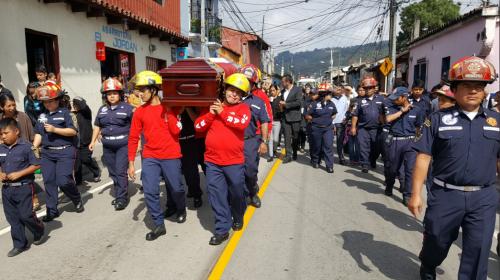 Rinden honras fúnebres al bombero que falleció en un accidente