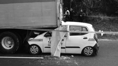 Taxista muere tras empotrarse en un camión recolector de basura