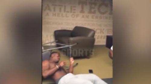 Discusión de jugadores de fútbol americano termina en brutal nocaut