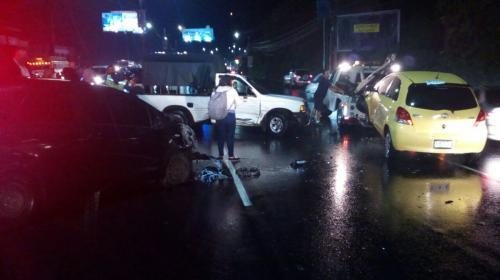 Múltiple colisión genera complicaciones de tránsito en Villa Nueva