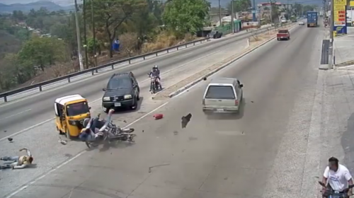 Video: motorista provoca grave accidente en la ruta al Atlántico