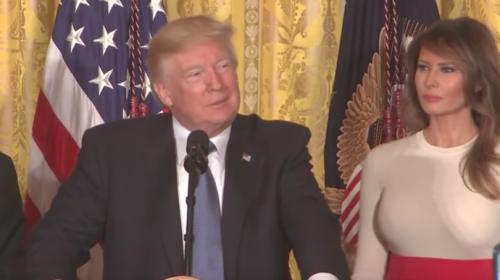 """Trump imita acento boricua al hablar de """"Pueto Rico"""""""