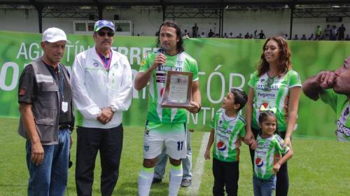 """Antigua reconoce al """"Tin"""" Herrera como máximo goleador en su historia"""