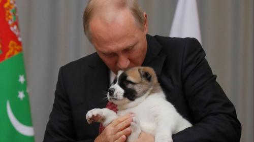 El tierno regalo que un mandatario le entregó a Vladimir Putin