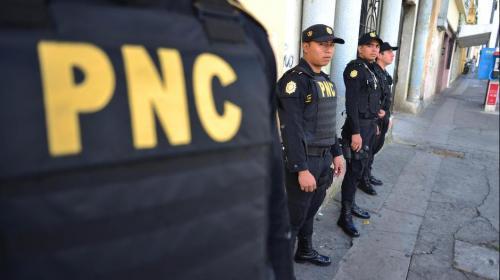 Ataque armado deja un PNC y una mujer heridos y dos capturados
