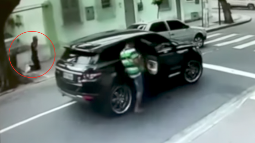 A punta de pistola le roban su vehículo a futbolista brasileño