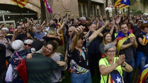 """Cataluña se declara una """"república independiente y soberana"""""""