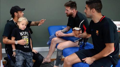 Neymar aprovecha una tarjeta roja para visitar Barcelona