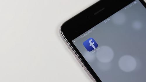 ¿Facebook puede espiarte por medio de tu celular?