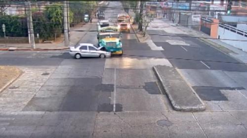 Terrible accidente: bus y vehículo chocan a excesiva velocidad