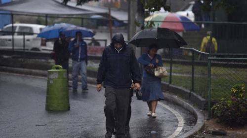 ¿Qué causó la lluvia del jueves que continuará el fin de semana?