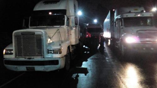 Choque de camiones en Villa Lobos colapsa Aguilar Batres y Periférico