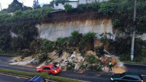 """Derrumbe en San Cristóbal complica el paso frente a la """"Mega Fráter"""""""