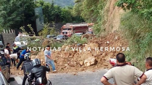 Derrumbe bloquea el kilómetro 11 en la ruta hacia Boca del Monte