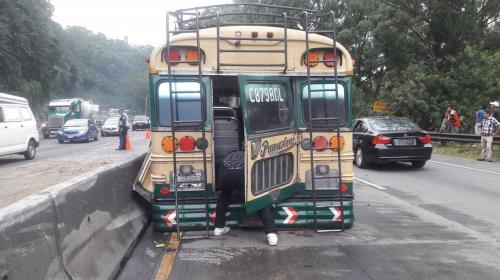 Bus involucrado en accidente tiene 13 multas por exceso de velocidad