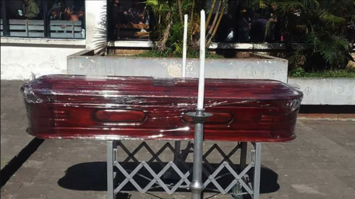 La muerte de una paciente que motiva protesta con un ataúd en Antigua