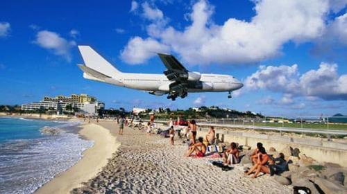 Huracán Irma destruye el icónico aeropuerto de la isla St. Martin