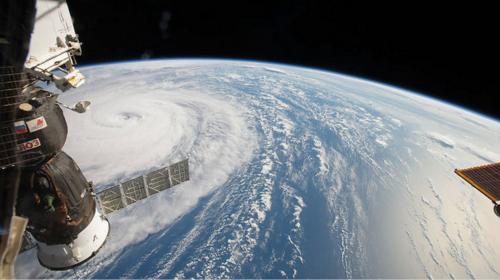 """Satélite graba un """"espeluznante"""" rostro en el centro del huracán Irma"""