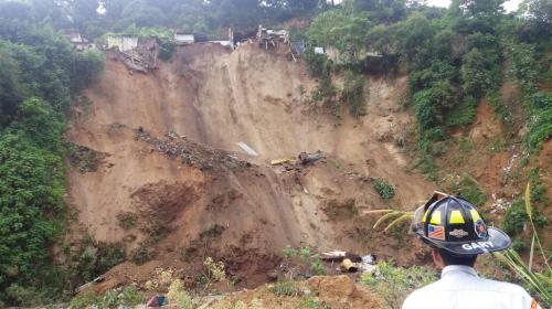 Al menos cinco viviendas se desploman en un asentamiento de Chinautla