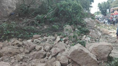 Derrumbe provoca el bloqueo de la ruta hacia Boca del Monte