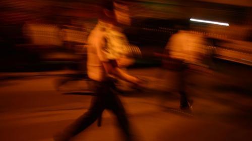 PNC lanza gas pimienta y golpea a manifestantes para sacar a diputados