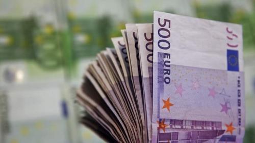 Miles de euros en billetes atascan un baño de un banco en Suiza