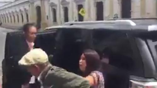 Mujer que agredió a un anciano en el Congreso es fiscal del MP