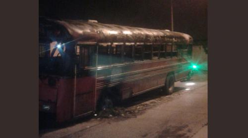 La extraña razón por la que encontraron un bus incendiado en Mixco