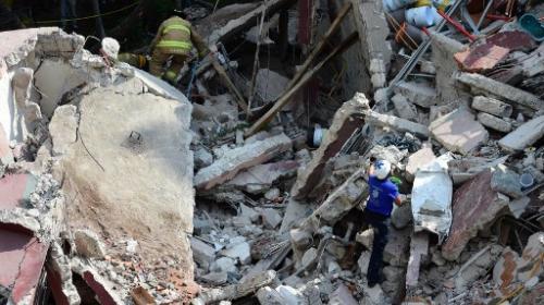 Aumentan a 143 los muertos por terremoto de 7.1 en México