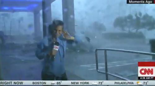 Periodista es arrastrada por huracán María, cuando transmitía en vivo