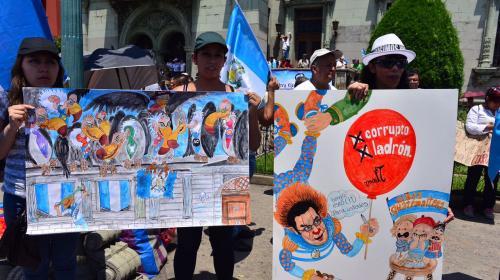 """Manifestante: """"Yo apoyé a Jimmy Morales, ahora pido su renuncia"""""""