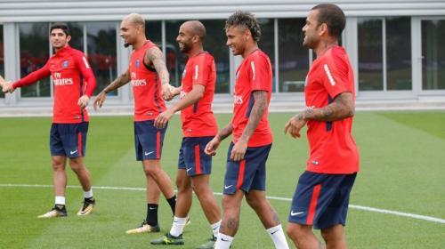 Neymar se disculpa con sus compañeros por su incidente con Cavani