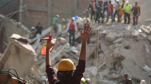 Mensaje de WhatsApp le salva la vida a mujer atrapada tras terremoto
