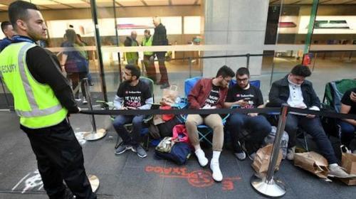 La historia del joven que acampó 10 días para comprar el nuevo iPhone