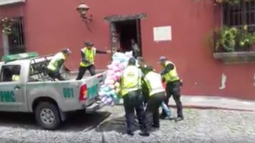Policía Municipal arrebata en un minuto la venta del día a vendedor