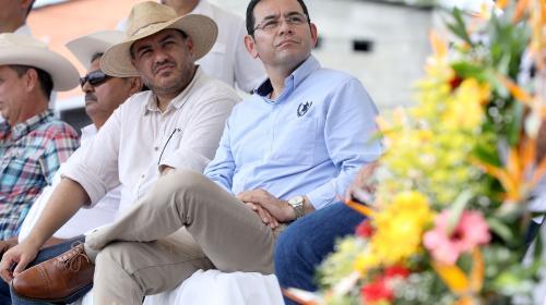 Jimmy Morales reaparece junto al sector ganadero en Izabal