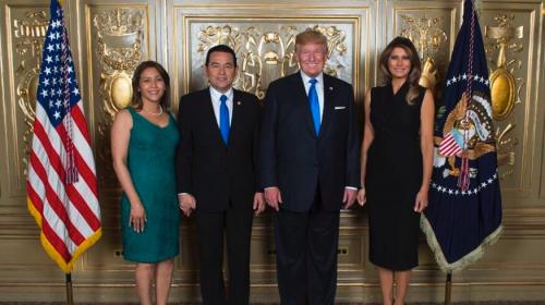 Jimmy comparte fotografía con Donald y Melania Trump
