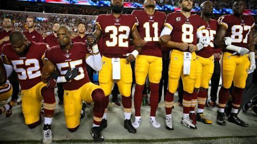 Jugadores de la NFL protestan en contra de Donald Trump